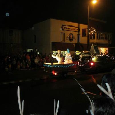 2012 reilly chiropractic float in the bridge to wonderland parade circus theme
