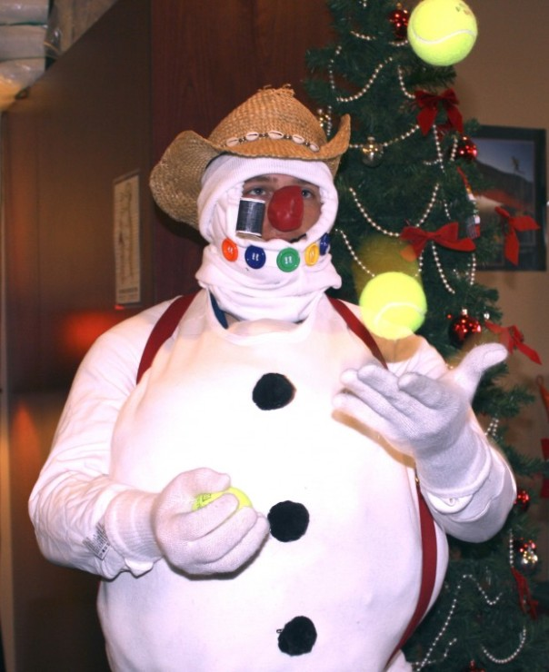 frosty the snowman (dr.reilly) juggling for the bridge to wonderland parade 2012
